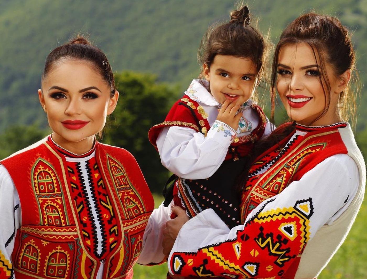 Преслава и Ивелина Колева зарадваха почитателите на фолклора на Петровден