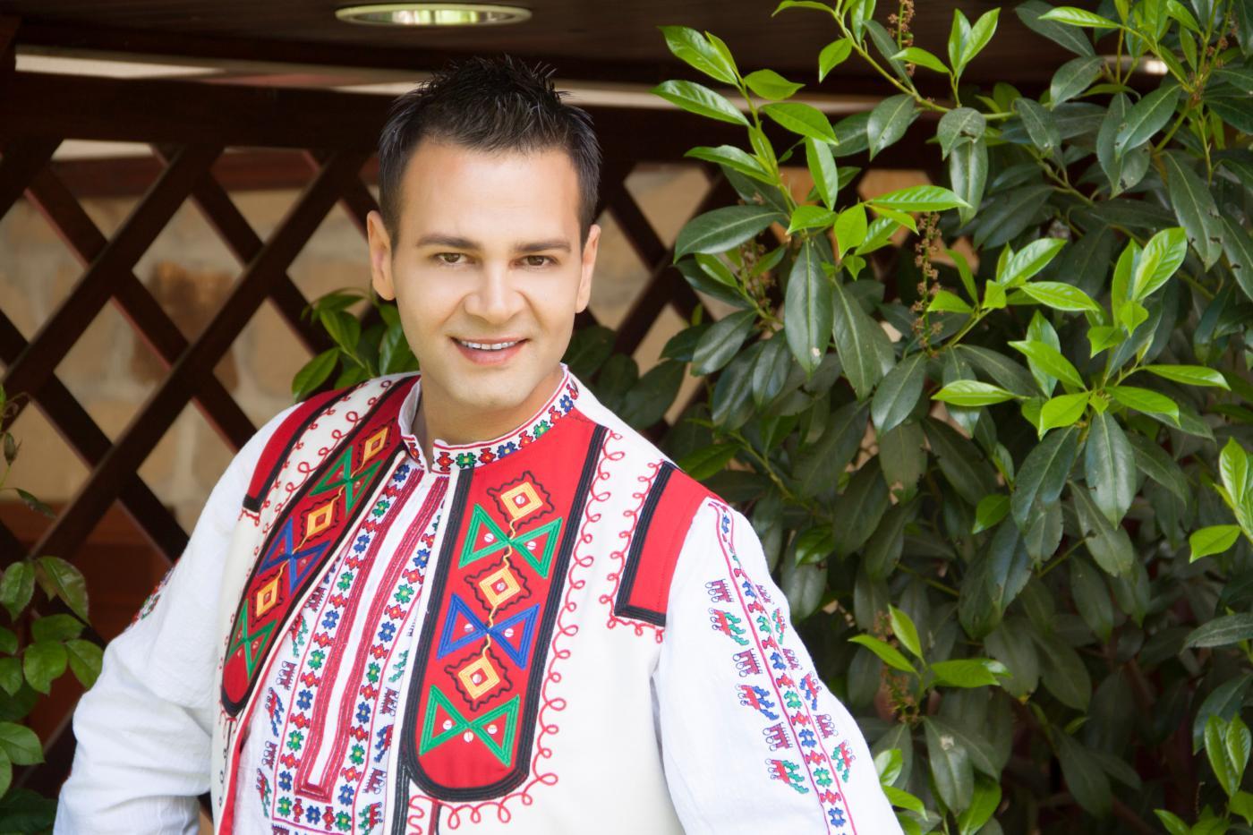 Коледа идва с песните на Здравко Мандаджиев