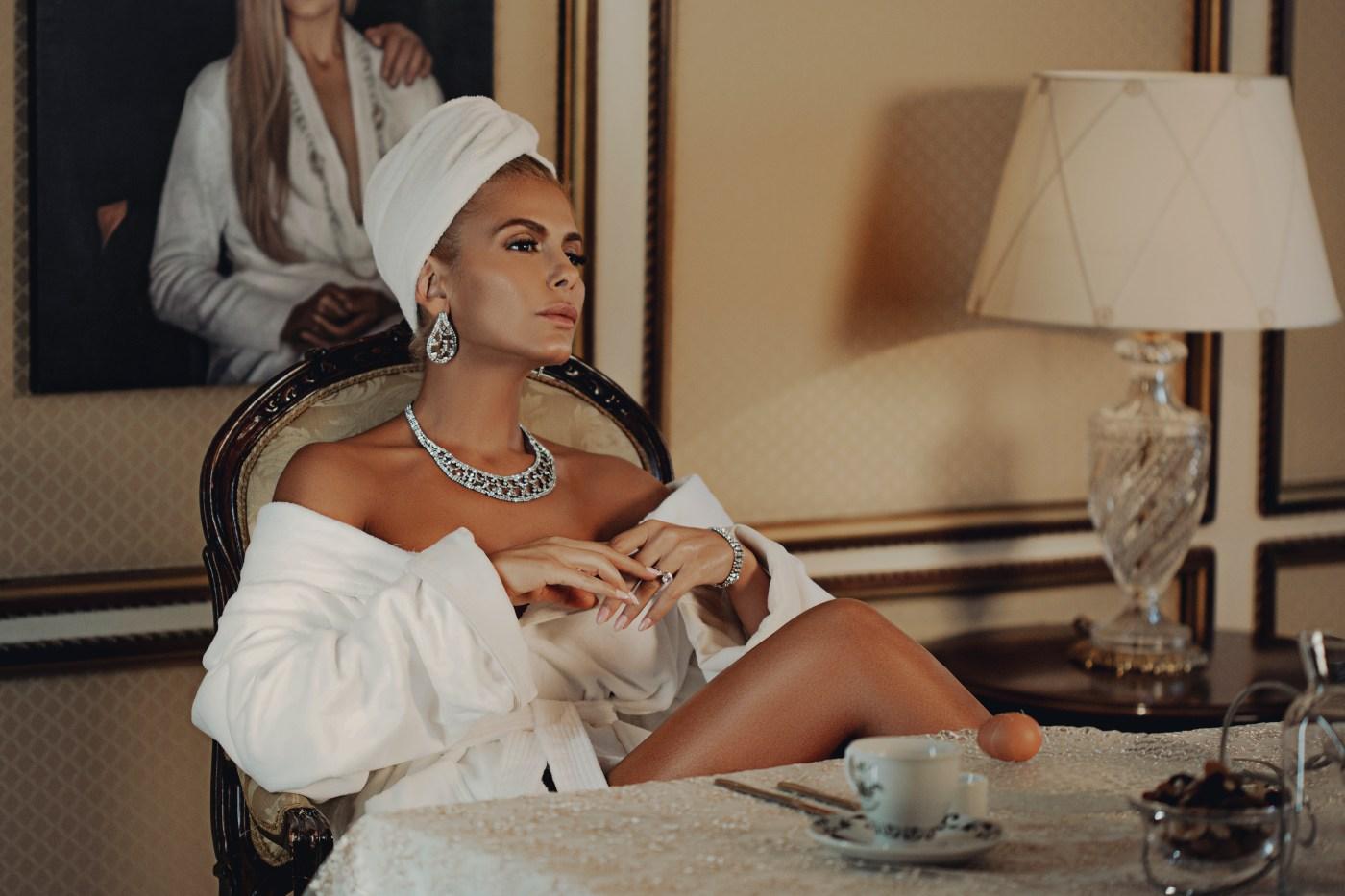 """Феновете: """"Пие ми се"""" ще е следващият голям хит на Анелия"""