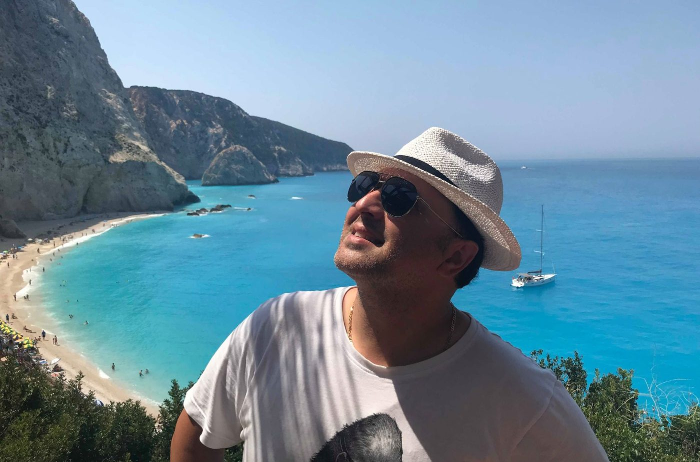 Гръцко лято за Ави Бенеди