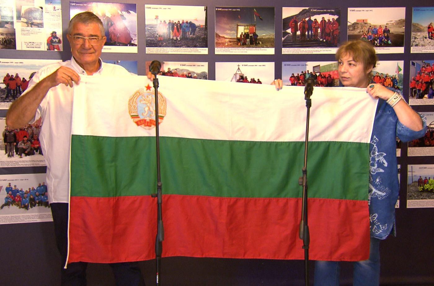"""Български трибагреник от Антарктида в """"Бащино огнище"""""""