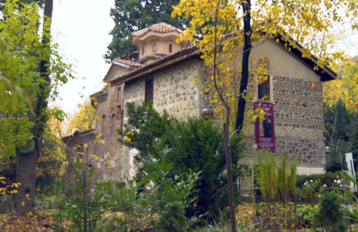 """Един от символите на България - Боянската църка, в """"Бащино огнище"""""""