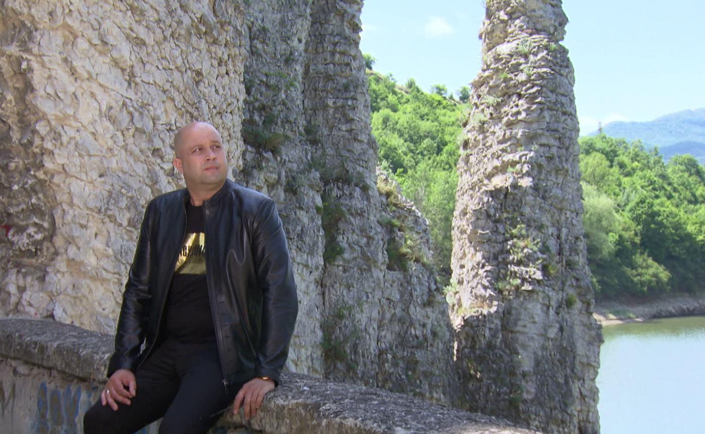 Деян Митев показва красотата на България в новите си клипове