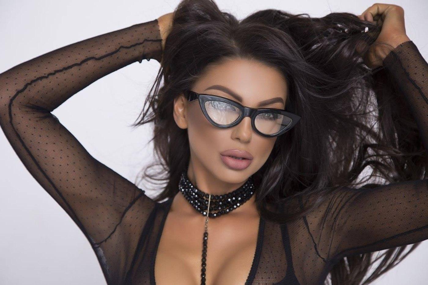 Емануела радва феновете с нов сингъл