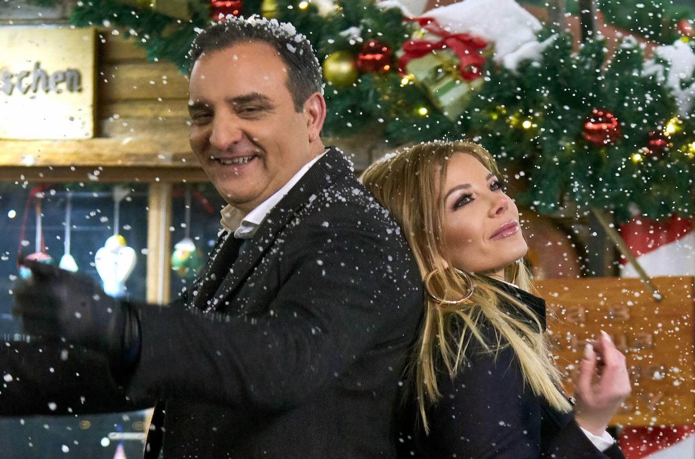 """Емилия и Сакис Кукос ни подаряват """"Една любов"""" за Коледа"""