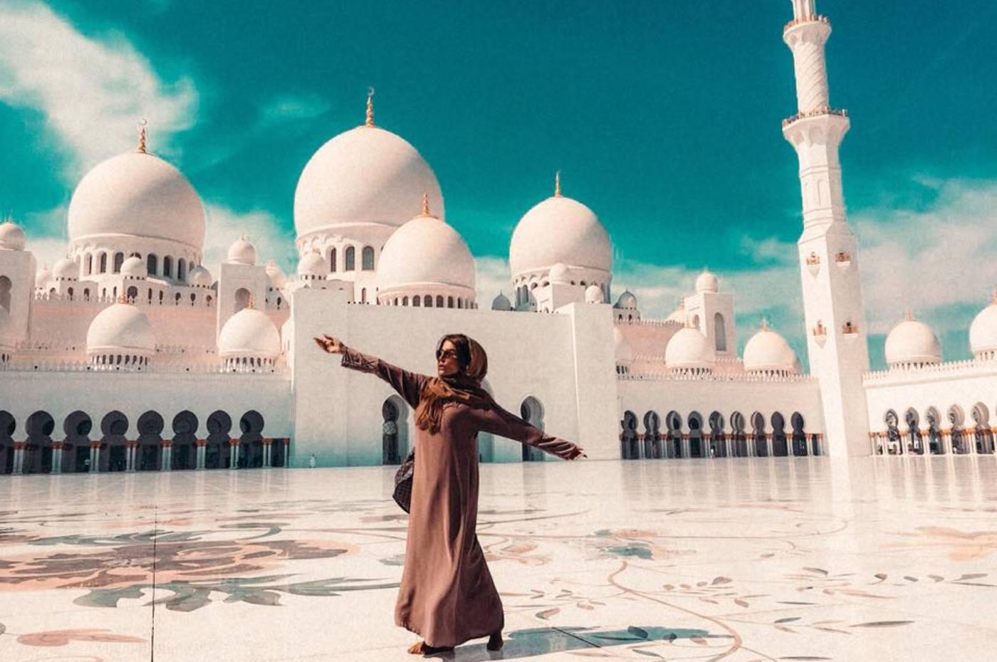 Голямата джамия в Абу Даби през погледа на Есил Дюран