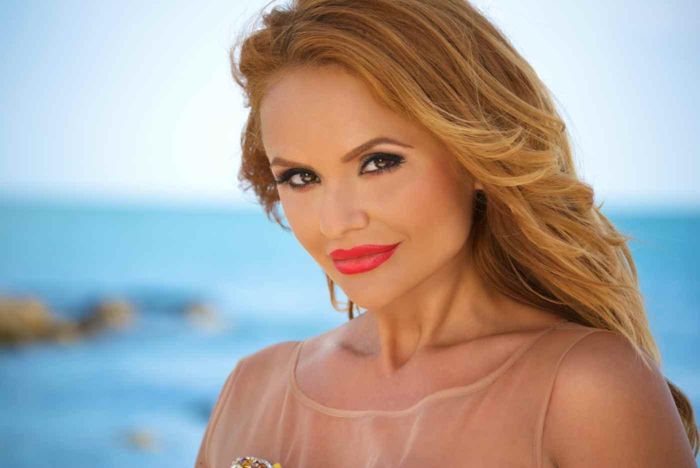 Две нови авторски песни записа Ивелина Колева
