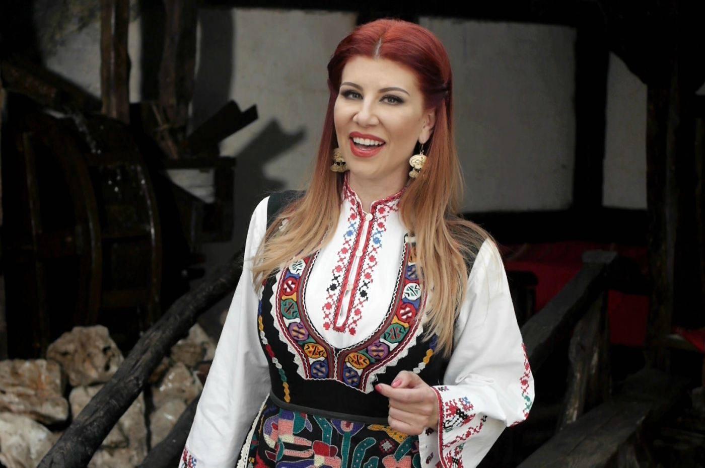 Нелина подготвя нов фолклорен албум