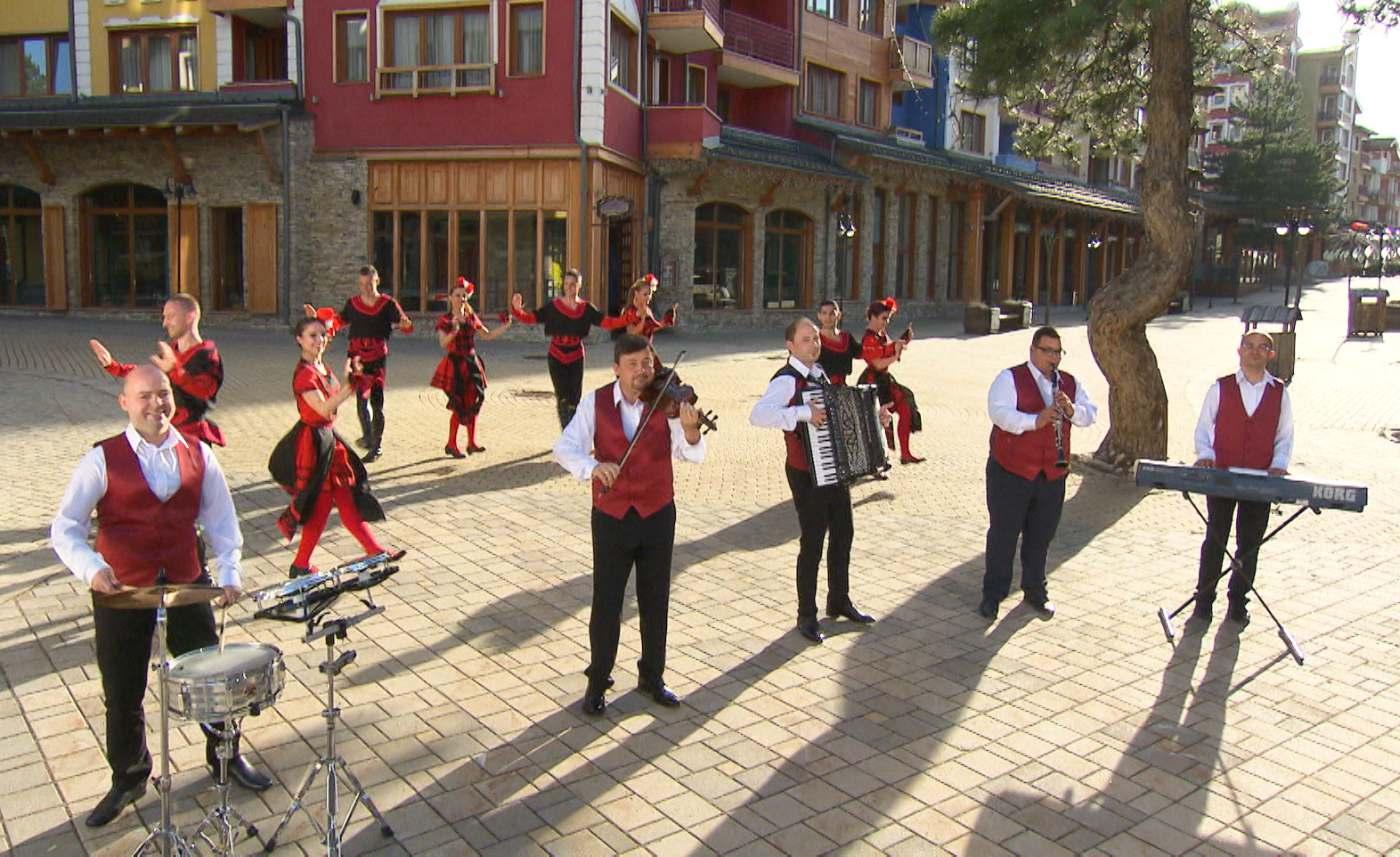 """Оркестър """"Орфей"""" радват с хубава музика българите в Европа"""
