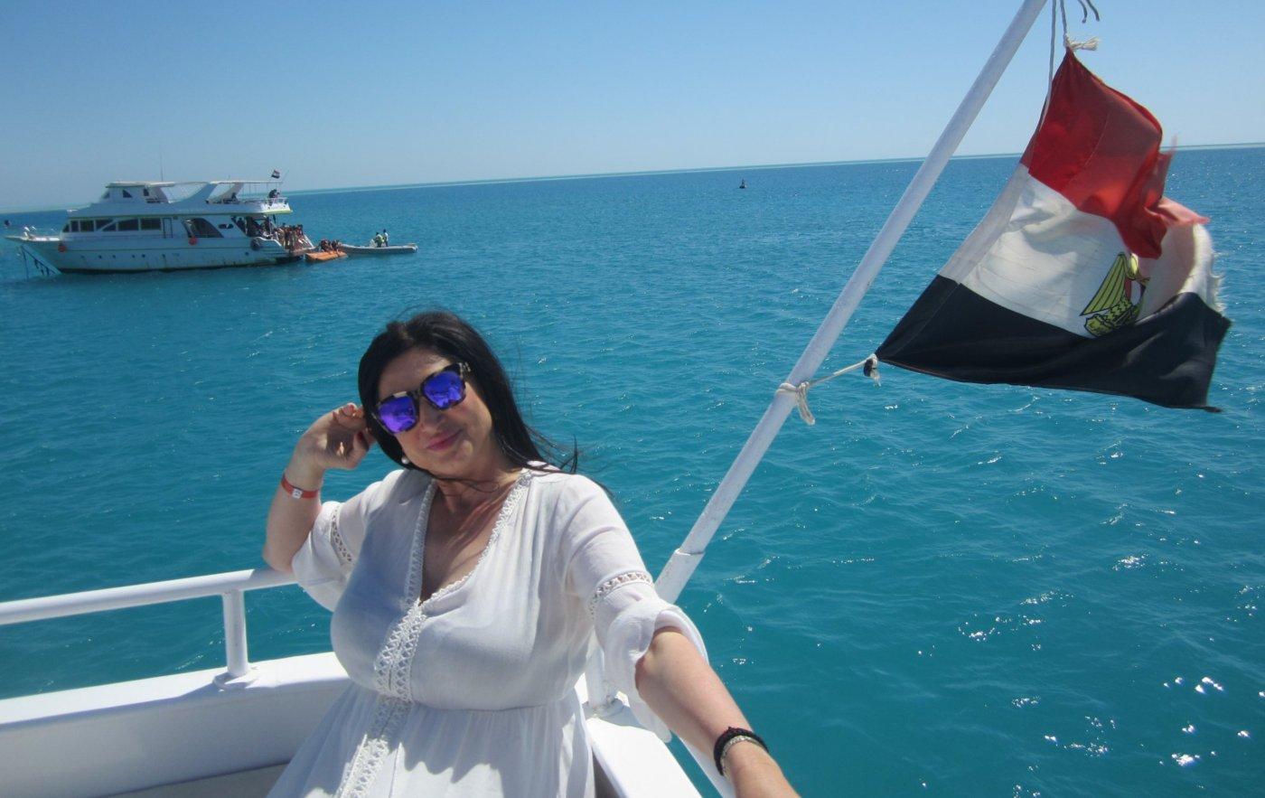 Поли Паскова срещна египетски милиардер край Нил