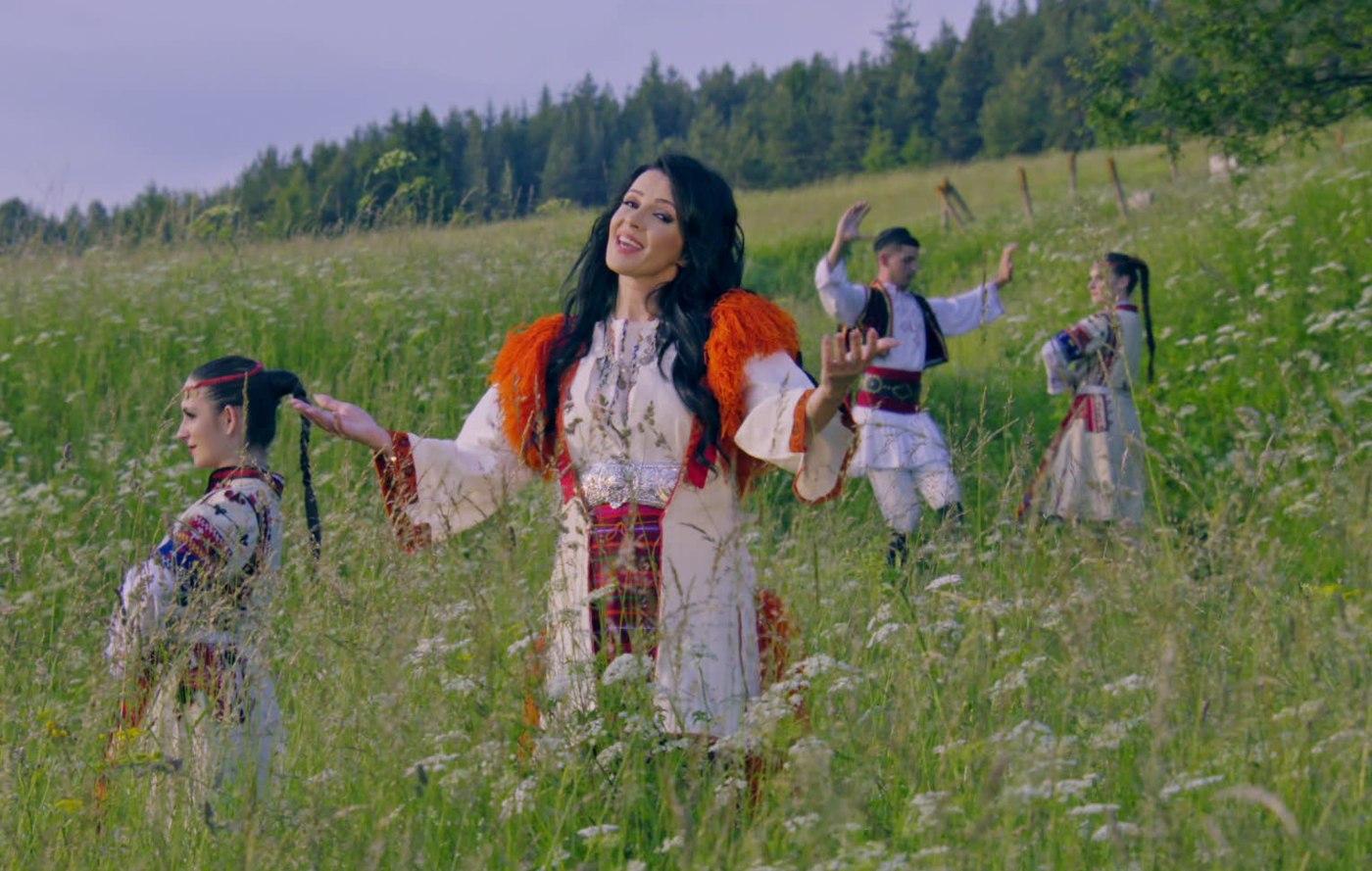 Росица Пейчева представи любима на поколения българи македонска песен