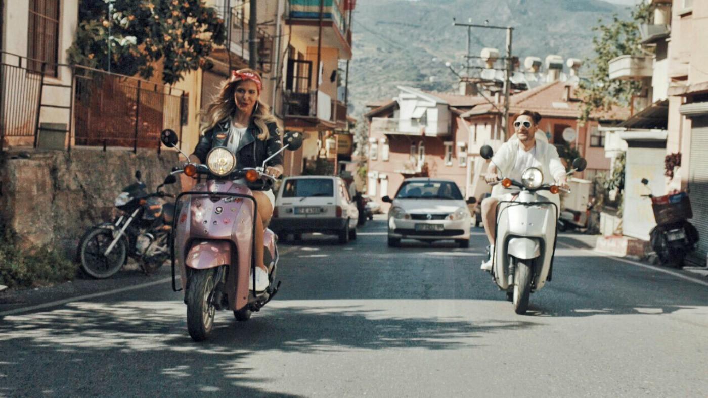 """Анелия и Danny Levan се впуснаха в турско приключение заради """"В моя ум"""""""