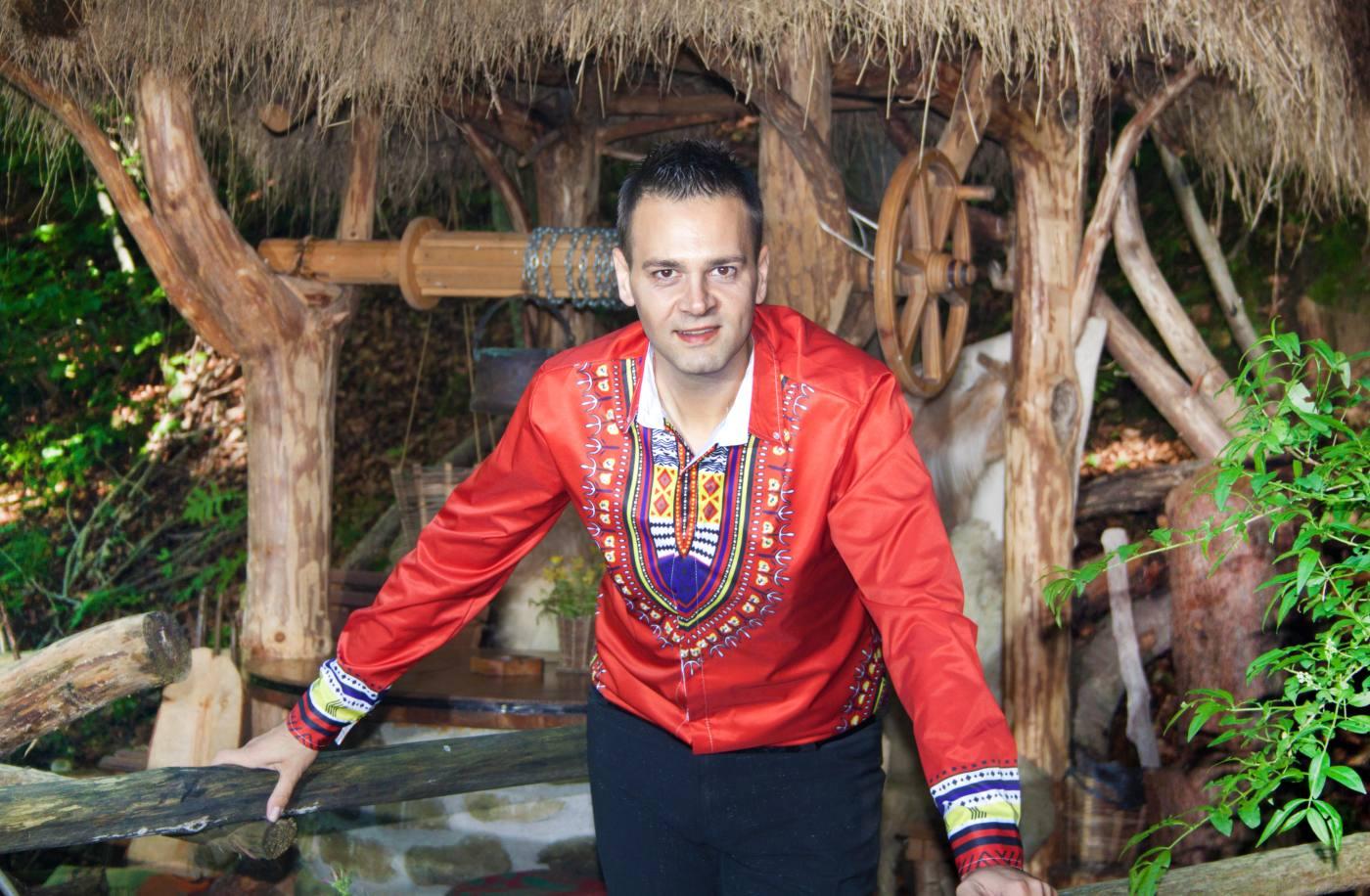 Здравко Мандаджиев представя новия си албум в Кипър